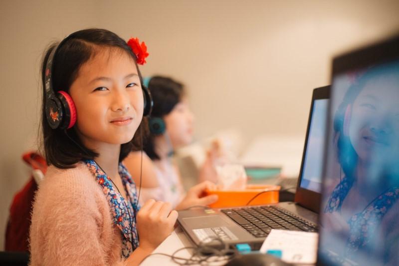 bảo vệ tai mắt khi bé học online